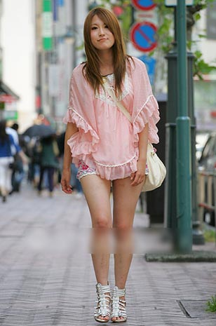日本街头 长裙长到地vs短裙短到腰