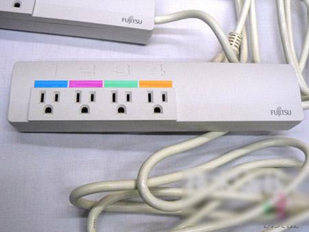 富士通研究所开发出可以测量每个插头电量的电源插头