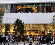 在新宿购物