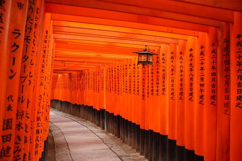 伏见稻荷大社——日本4万多间狐狸庙的大本营