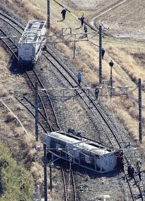 成田线列车脱轨 线路停运影响7千多人