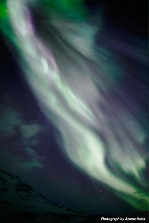 日摄影家拍到阿拉斯加神奇极光