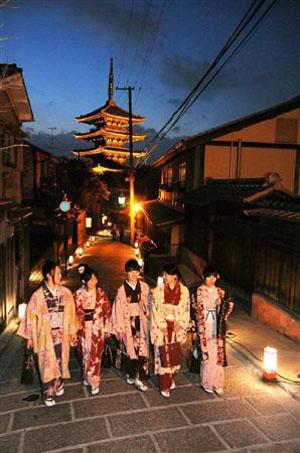 """京都市为即将举行的""""东山花灯路""""花灯活动进行试点灯"""