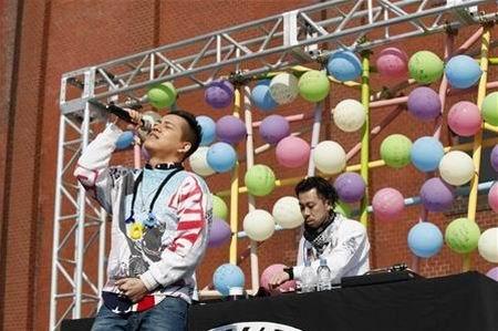 清水翔太新专辑《COLORS》发行纪念会 放飞五千气球