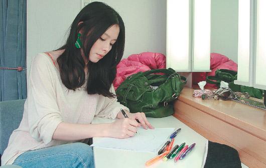 台湾艺人设计包款 义卖捐献日本地震灾区