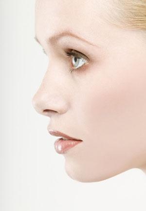 精心眼部护理 十招掩盖岁月痕迹