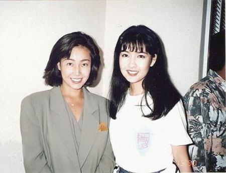 周慧敏举行25周年演唱会 好友柏原芳惠前来助阵