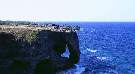 冲绳岛的自杀悬崖 自杀成为日本文化一部分?
