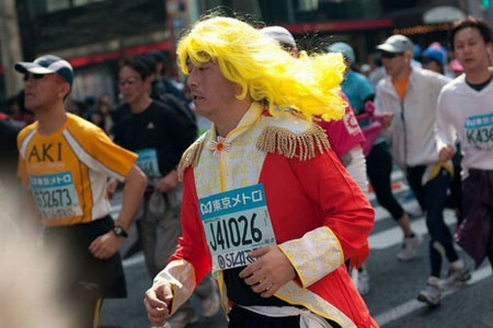 日本奇装出席的马拉松赛