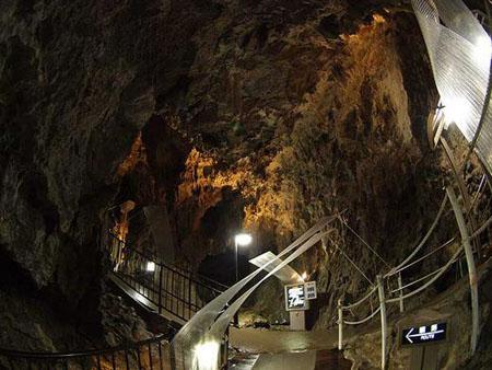 日本三大钟乳洞之一龙泉洞