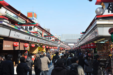 洋溢日本风情 浅草寺商业街