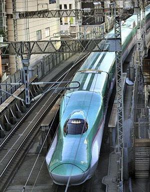 最新高铁隼号投入运营 最高时速300公里