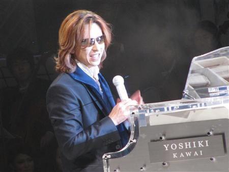 YOSHIKI拍卖最爱水晶钢琴为地震灾区筹款