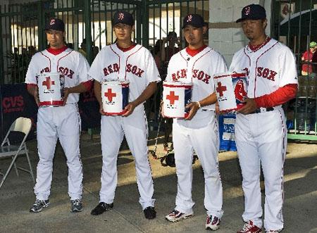 波士顿红袜队日本籍球员为日本地震灾区募捐