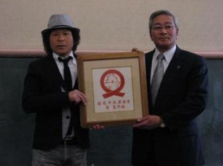 日本搞笑艺人间宽平提议在灾区演出免费喜剧