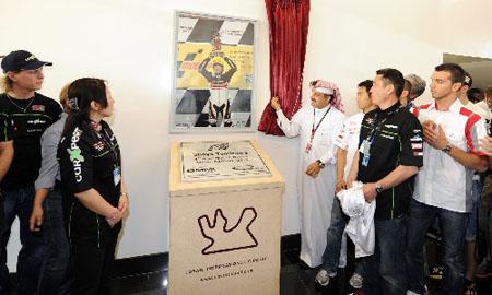 卡塔尔鲁塞尔国际赛道纪念日本车手富沢祥也