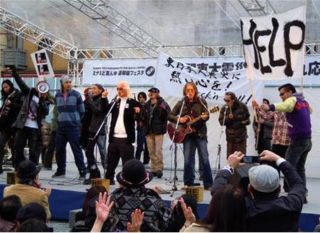 71岁歌手内田裕也举办慈善演唱会