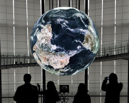 """日本科学未来馆新型""""Geo-Cosmos""""进行试验亮灯"""