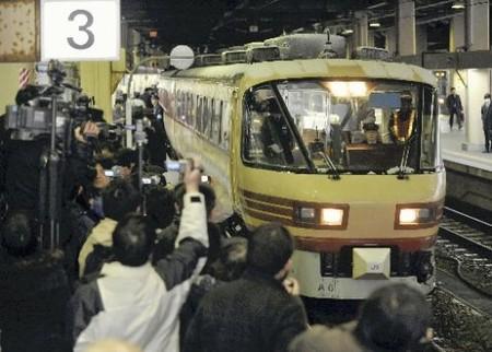 """北陆大阪线""""雷鸟号""""迎来最终运行"""