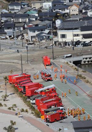 自卫队开始为三号机组喷水 消防厅也将进行喷水作业