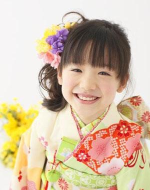 > 芦田爱菜拍摄和服写真 展露招牌可爱笑容   摘要:日本当红童星芦田