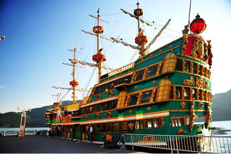 坐箱根海贼船  看芦之湖美景