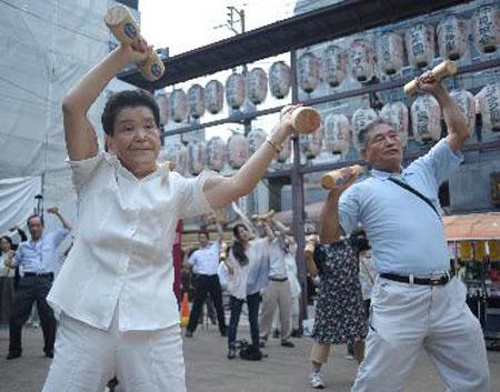 日本敬老节 再忙也常回家看看吧!
