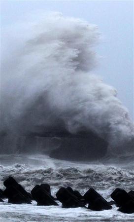15号台风横扫日本列岛 9死6失踪5000人无法回家