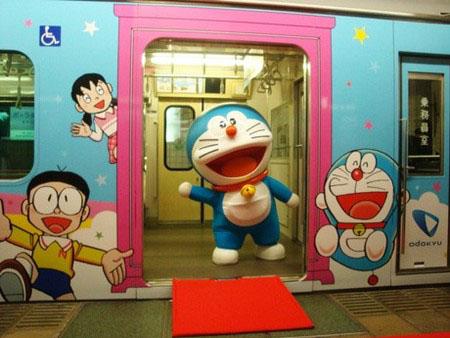 小田急涂有机器猫等图案的电车因违反广告条例 月末将停运