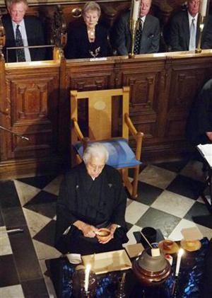 日本茶道大师千玄室英国举行献茶式 祈愿世界和平