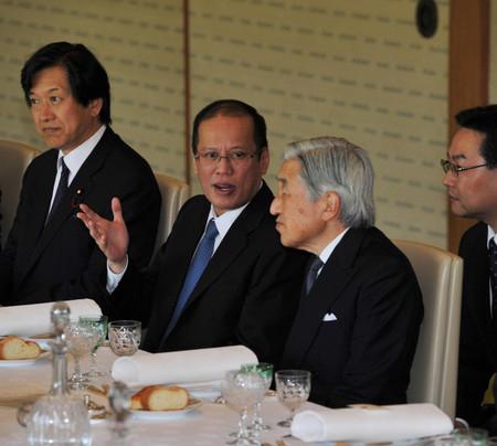日本明仁天皇会见菲律宾总统阿基诺