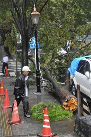 超强台风洛克登陆日本 最高级别警报发布