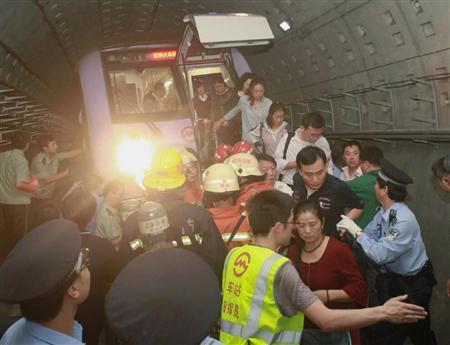 上海地铁追尾事故 两名日本人受伤