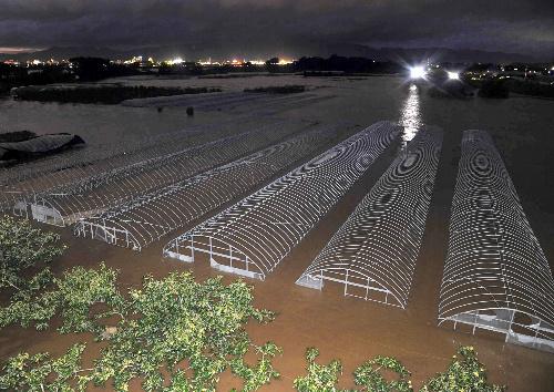 水户市凌晨那珂川河水泛滥 政府对3万人发出避难警报