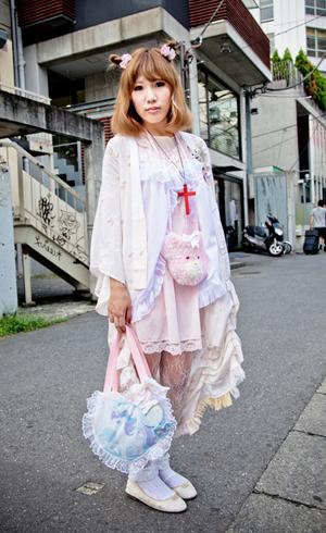 东京街头的粉嫩萝莉