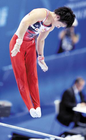 体操世锦赛男子资格赛 日本新秀摔出短暂失忆