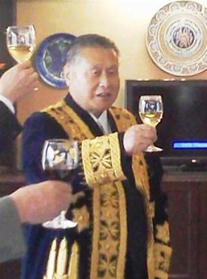 日本前首相森喜朗获得乌兹别克斯坦政府授予的友好勋章