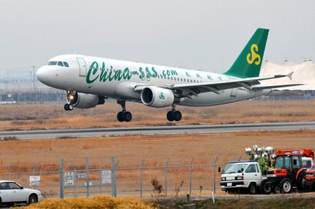 春秋航空空中客车A320-200(佐贺机场) 【日本资讯】中国春秋航空开通了上海至佐贺定期包机航线,第一班飞机18日从佐贺机场起飞。该航线最低票价为3000日元,是春秋航空开通的第三条往返日本的定期航线,也是佐贺机场的首个海外定期航线。春秋航空于2010年7月开通了茨城航线,2011年7月开通了高松航线。