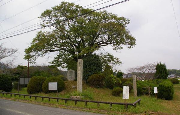 忠盛塚(三重县指定史迹)