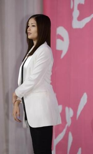 黑木明纱宣布怀孕后首亮相 小心护肚行为紧张