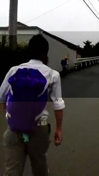 日本高中生恫吓并弄哭小学生视频引起巨大话题