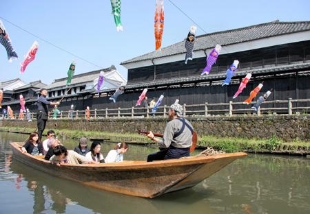 藏之街游览船