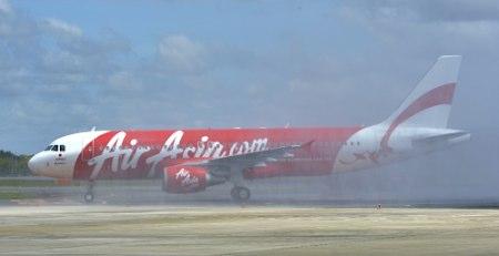 亚航日本首架飞机抵达成田机场