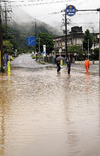鹿儿岛奄美地区暴雨 泥石流至2400户家庭断电