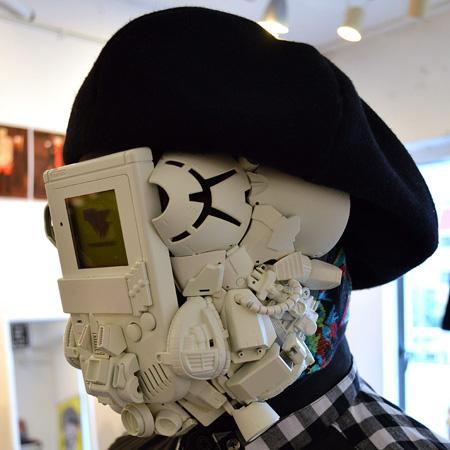 日本牛人制造史上奇葩GameBoy面具_通宝娱乐官网