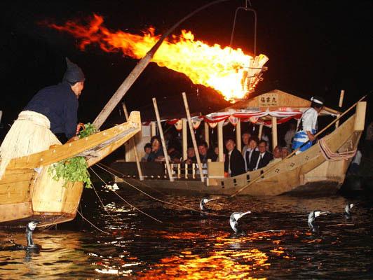 京都嵐山壮勇的鸬鹚捕鱼