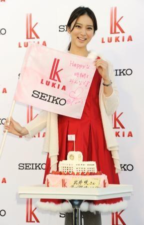 武井咲出席代言活动 透露20岁生日梦想