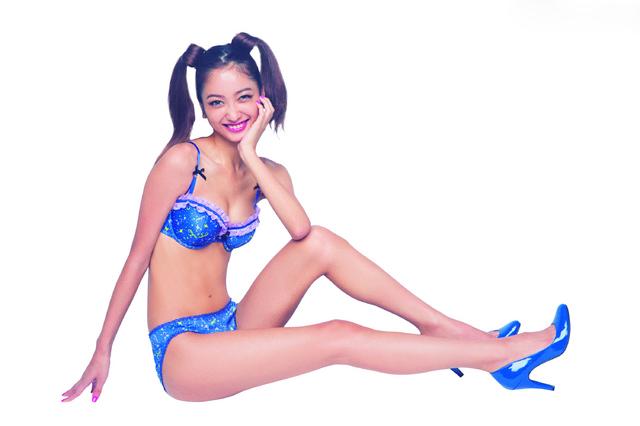 名模拍美少女战士内衣写真 日本动漫