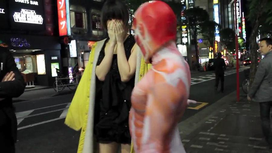 东京街头现猥琐巨人