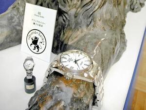 三越日本桥总店展出戴巨大手表的狮子像